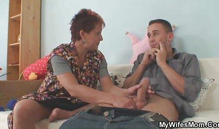پسر باریک دوست دختر لاغر را روی فیلم عکس داستان سکسی صندلی سخت می کشد