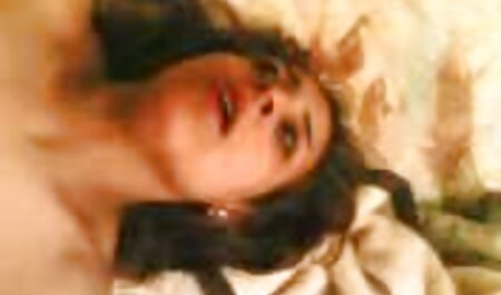 دختر با موهای قرمز الاغ عکس سکسی داستانی خود را زیر یک فال بزرگ قرار داد