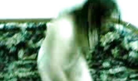 یک پسر داستان سکس همراه با تصویر پرشور یک آلت تناسلی طولانی را به یک بیدمشک روس فشار می دهد