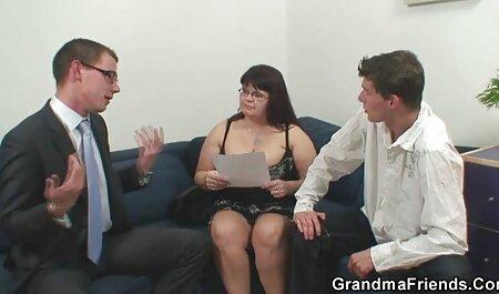 زن بالغ مرد جوانی را به دلیل داستان تصویرسکس رابطه جنسی جالب چرخید