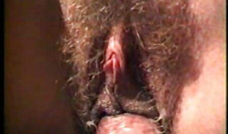 مردی همسر و عکس سکسکده معشوق خود را در دهان می کشد