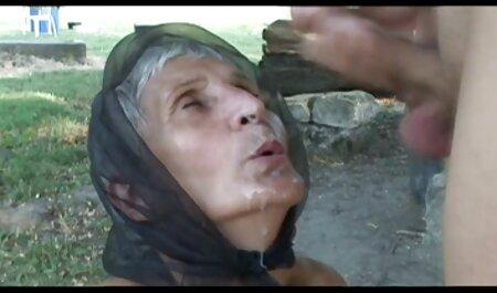 پیرمرد جدا شده پیرزن جوانی را داستان سکسی همراه عکس تقلید می کند