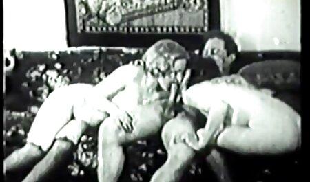 رئیس عکس سکس با خاله با یک خروس بزرگ خود یک منشی داغ را روشن می کند