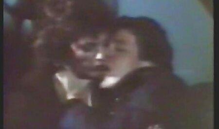 دختر جوانی فیلم وعکس وداستان سکسی برای دستیابی به منصب با یک رئیس خوابید